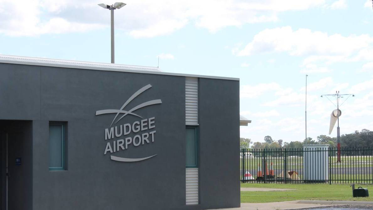 Mudgee airport closure extended